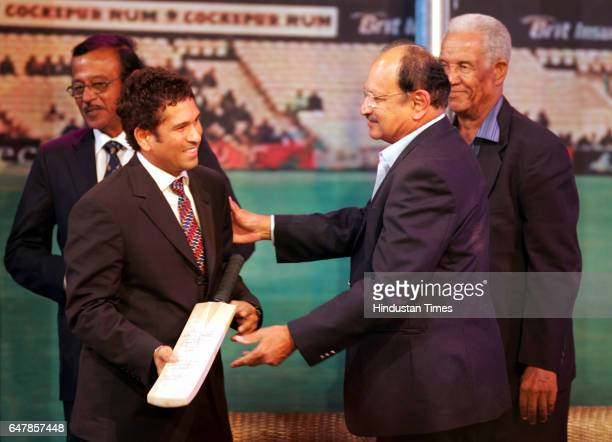 Sachin Tendulkar is felicitated by Ajij Wadekar as Srinivas Venkataraghavan and Sir Garry Garfield Sobers look on at the Nehru Science Center Worli...