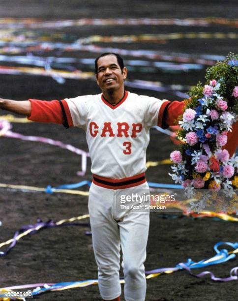 Sachio Kinugasa of Hiroshima Toyo Carp applauds fans as he achieves the world record of 2131 consecutive games played during the game against...