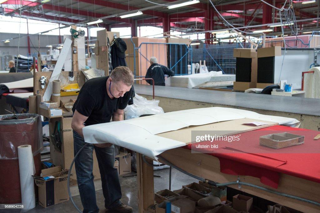 Sachsen, 04.11.2016, Firma  Breckle Matratzen und Polsterbetten- Hersteller,Innenansicht der Produktion,  Matratzen-und Möbelherstellung, : News Photo