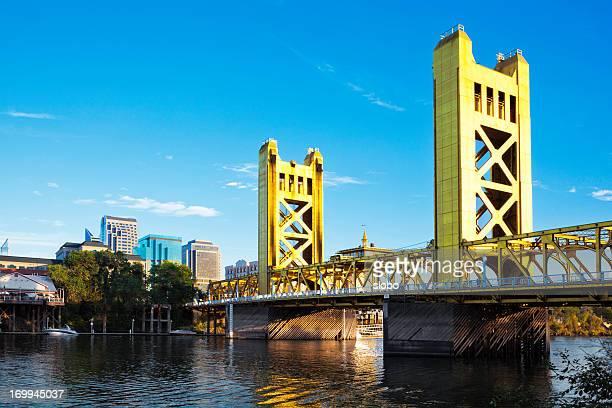 サクラメント秋の跳ね橋 - サクラメント ストックフォトと画像
