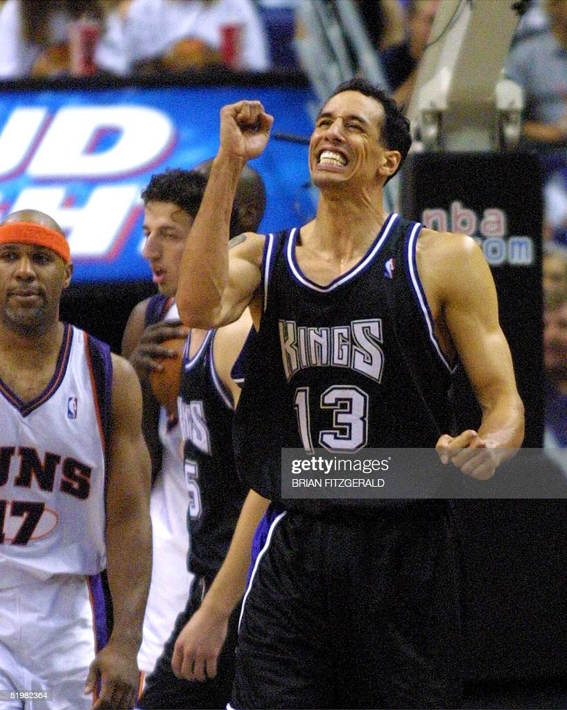Sacramento Kings' Doug Christie (13) celebrates af : News Photo