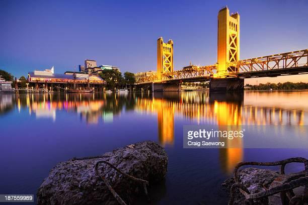 sacramento tower bridge - サクラメント ストックフォトと画像