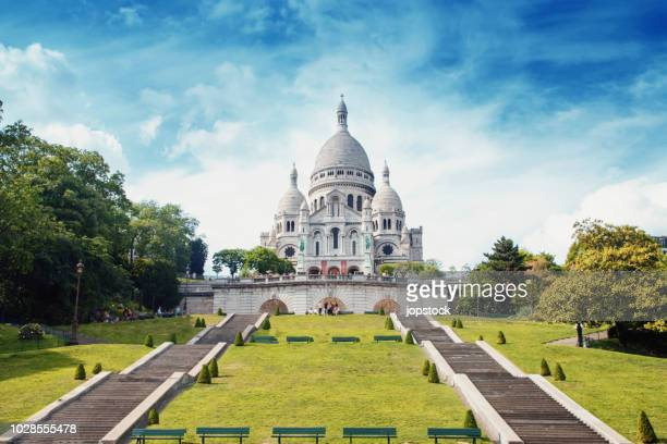 sacre coeur basilica in montmartre, paris - basilica stock pictures, royalty-free photos & images
