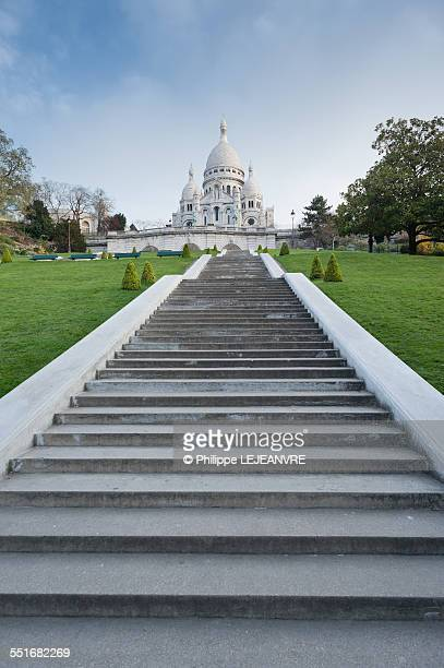 sacre-coeur on top of the stairs - huvudstäder bildbanksfoton och bilder