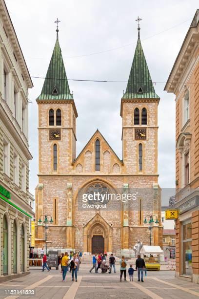 catedral del sagrado corazón en sarajevo - gwengoat fotografías e imágenes de stock