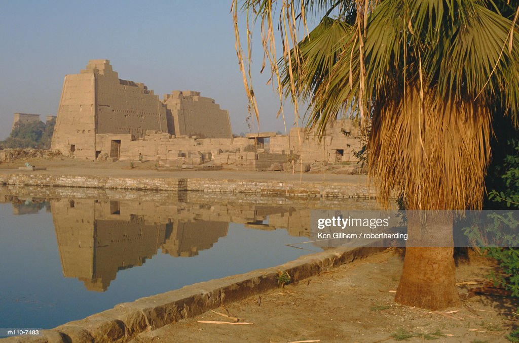 Sacred lake of Amun, precinct of Amun, Karnak, Luxor, Thebes, Egypt, North Africa, Africa : Foto de stock