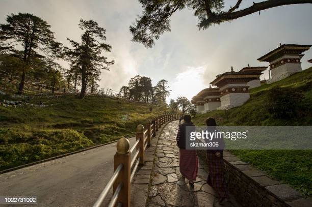 thimphu bhutan september 27,2012  sacred landscape of dochula pass 108 chortens landmark of thimphu bhutan - dochula pass stock-fotos und bilder