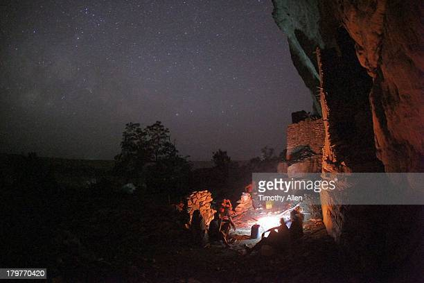 sacrificial ceremony in dogon village, mali - sorcier africain photos et images de collection