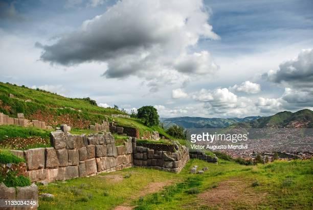 sacsayhuaman fortress - patrimonio de la humanidad por la unesco stock pictures, royalty-free photos & images