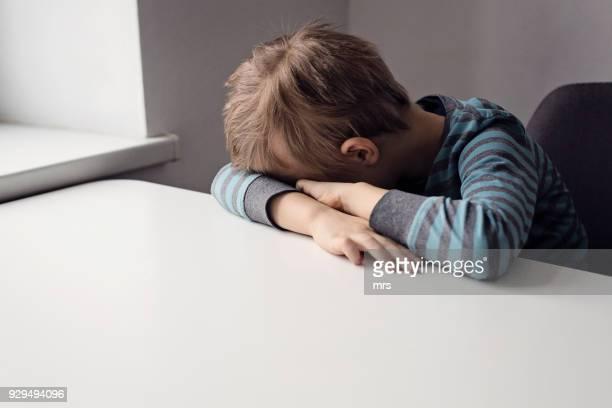 sad boy - bestrafung stock-fotos und bilder