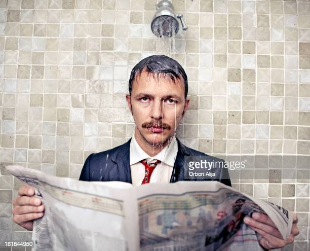 triste homme d'affaires - homme sous la douche photos et images de collection