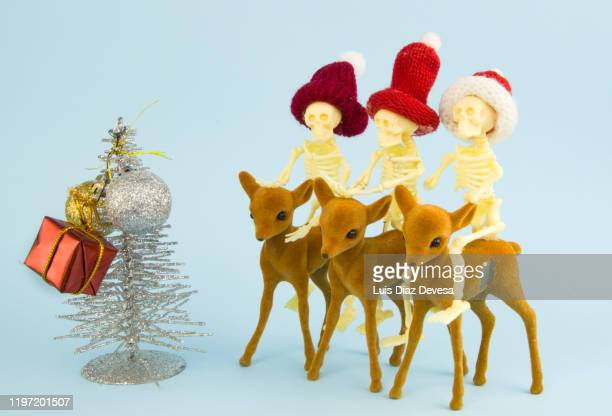 sad christmas by death family - この撮影のクリップをもっと見る 2025 stock pictures, royalty-free photos & images