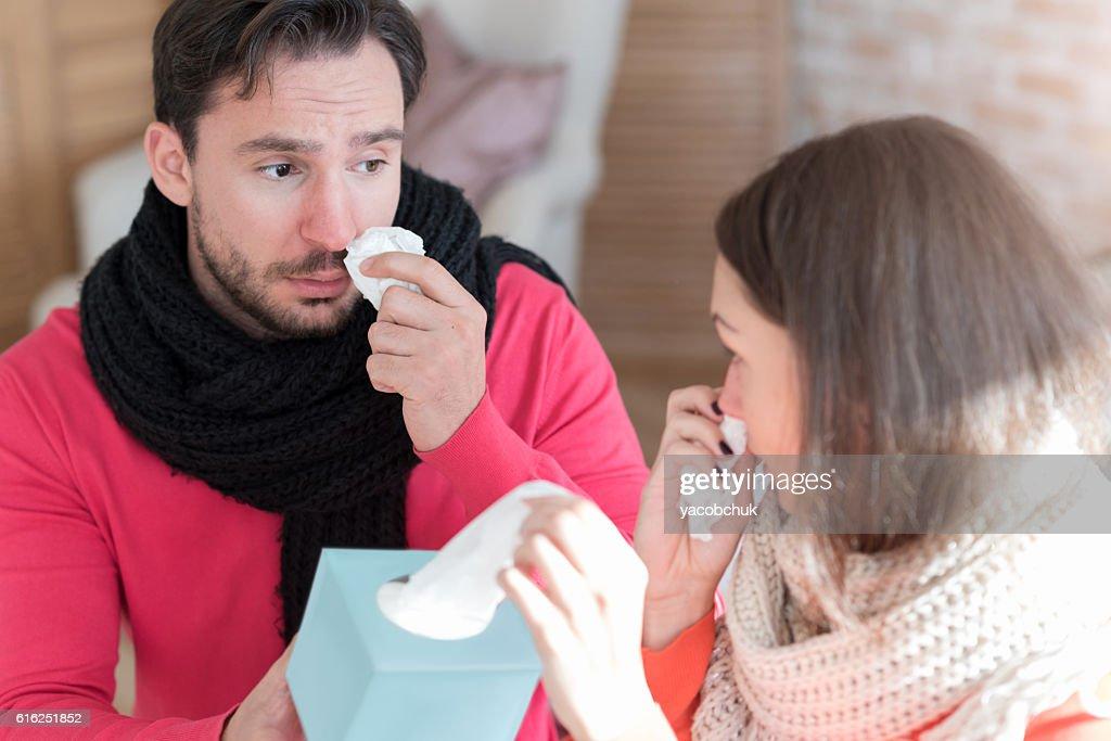 Sad depressed man giving his girlfriend a paper tissue : Foto de stock
