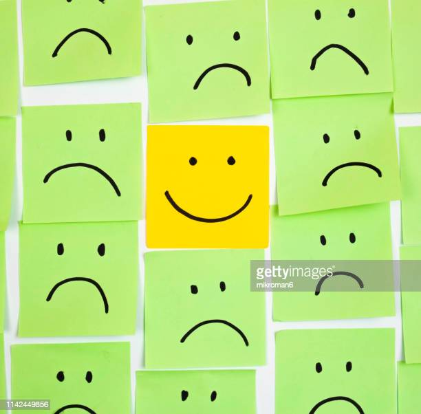sad faces on sticky notes and one happy - anthropomorphic stock pictures, royalty-free photos & images