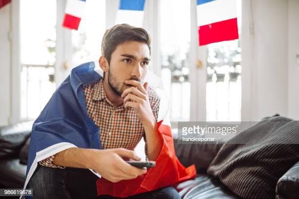 supporters français triste sur le canapé - french football photos et images de collection