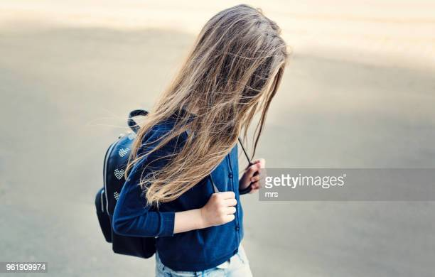 sad girl - tienermeisjes stockfoto's en -beelden