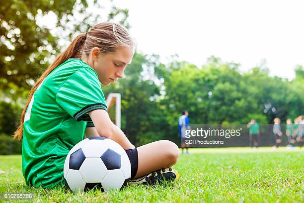 sad teenage girl after soccer game - nederlaag stockfoto's en -beelden