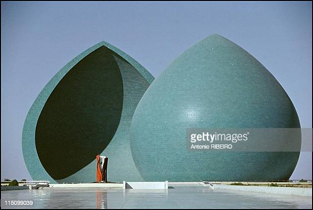 Saddam's artists in Baghdad, Iraq in July, 1994 - Iran-Irak war martyr monument.