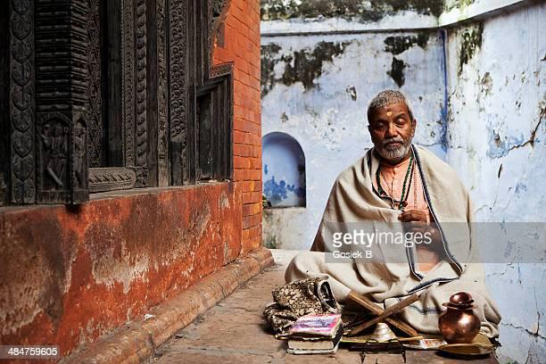 sadhu - portrait of indian holyman - brahmin stock pictures, royalty-free photos & images