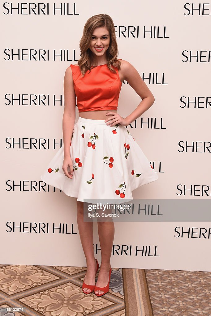 Sherri Hill - Backstage - Spring 2016 New York Fashion Week : News Photo