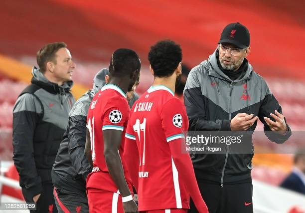 Sadio Mane of Liverpool and Mohamed Salah of Liverpool speaks with Jurgen Klopp Manager of Liverpool before they enter the pitch during the UEFA...