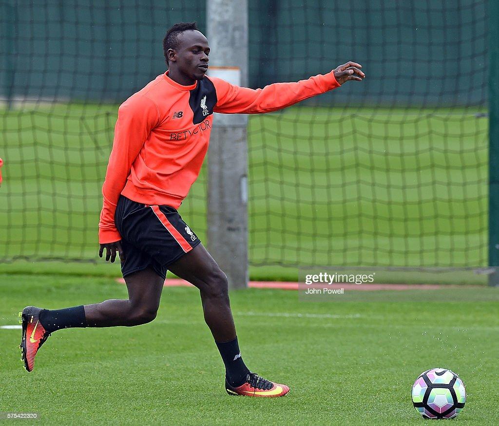 Liverpool Fc Training : Fotografía de noticias