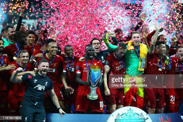 Sadio Mane of Liverpool holds the trophy with his team-mates at the end of the UEFA Super Cup match between Liverpool and Chelsea at Vodafone Park on...