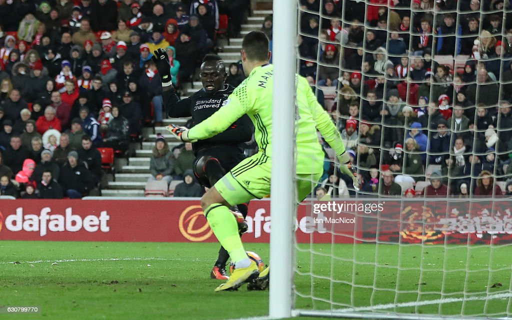 Sadio Mane of Liverpool scores during the Premier League match between Sunderland and Liverpool at Stadium of Light on January 2, 2017 in Sunderland, England.