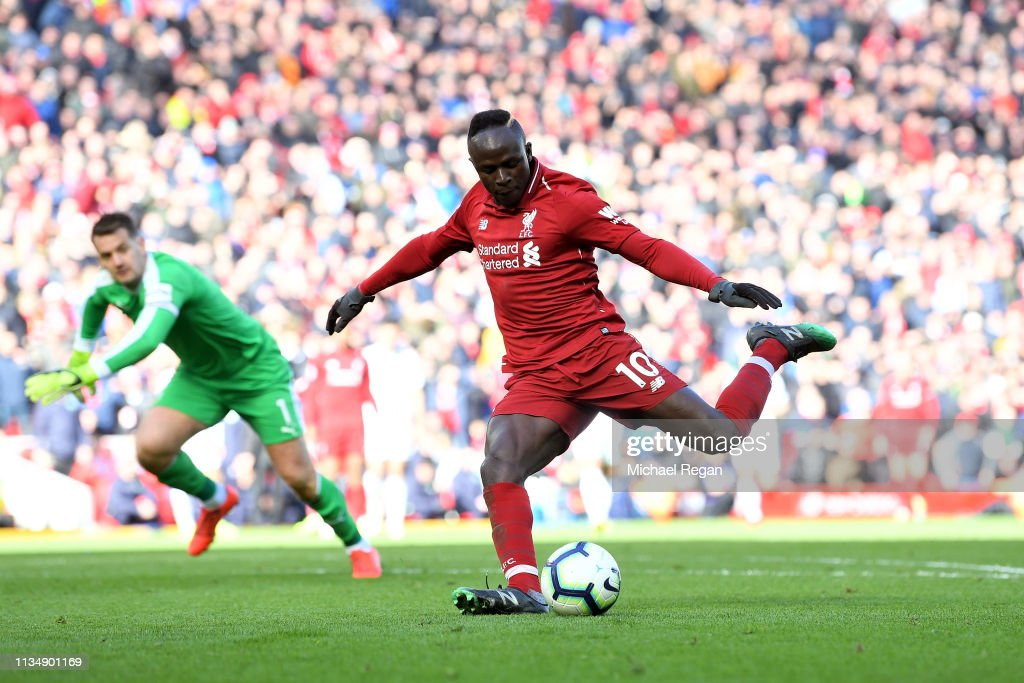 Liverpool FC v Burnley FC - Premier League : Foto jornalística