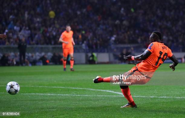 Sadio Mane of Liverpool scores the first goal during the UEFA Champions League Round of 16 First Leg match between FC Porto and Liverpool at Estadio...