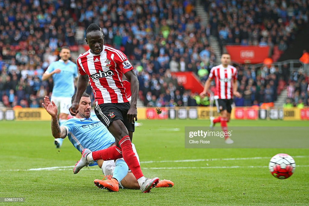 Sadio Mane of Southampton (10) beats Aleksandar Kolarov of Manchester City as he scores his third goal and his team's fourth during the Barclays Premier League match between Southampton and Manchester City at St Mary's Stadium on May 1, 2016 in Southampton, England.
