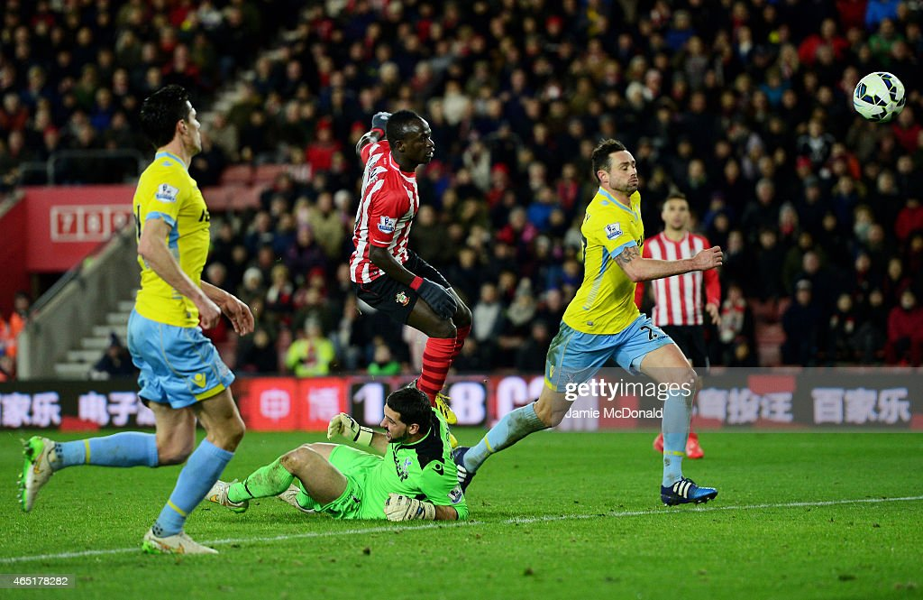 Sadio Mane of Southampton lifts the ball over goalkeeper Julian Speroni of Crystal Palace to score the opening goal during the Barclays Premier League match between Southampton and Crystal Palace at St Mary's Stadium on March 3, 2015 in Southampton, England.