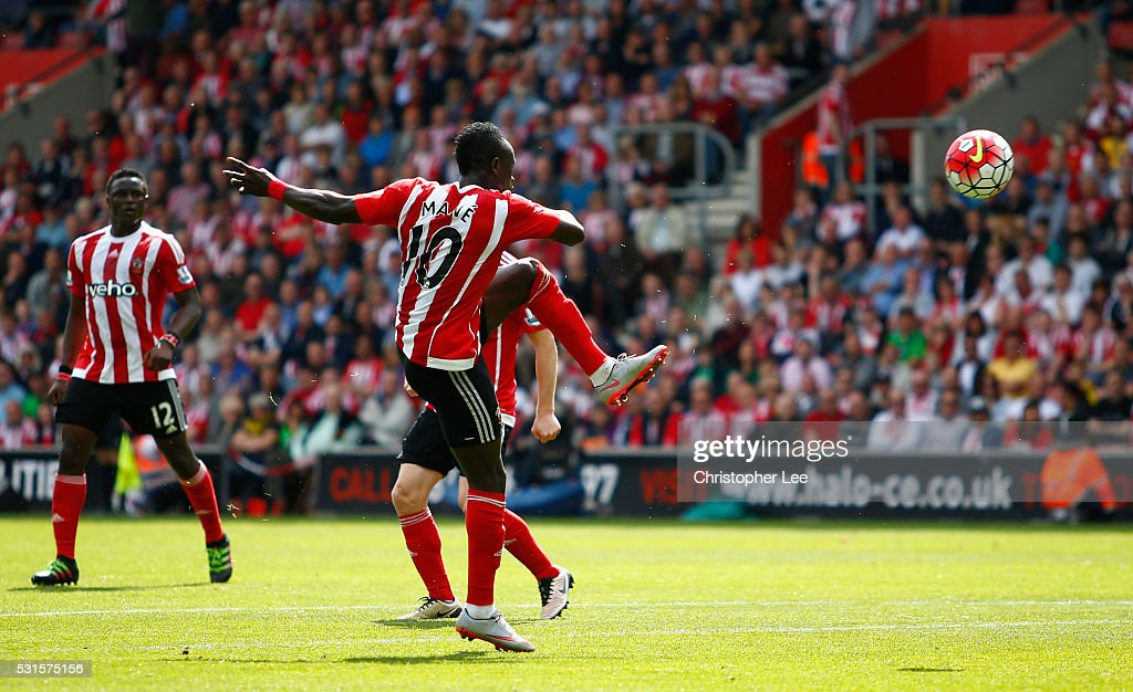 Sadio Mane of Southampton scores his team's first goal during the Barclays Premier League match between Southampton and Crystal Palace at St Mary's Stadium on May 15, 2016 in Southampton, England.