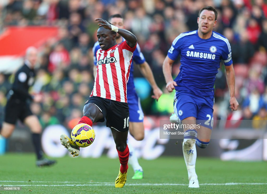 Sadio Mane of Southampton scores the opening goal during the Barclays Premier League match between Southampton and Chelsea at St Mary's Stadium on December 28, 2014 in Southampton, England.