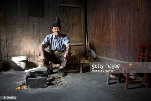 CONTENT] sadly this man's wife has died and he is sorely looking for a new wife Chinese widowers are helpless and in no position without money to...