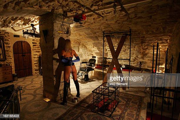 Sadomasochism Fantasies Le 'Donjon' de Patrick LE SAGE antre du sadomasochisme gardé secret à Bastille attitude d'une femme fidèle du lieu au milieu...