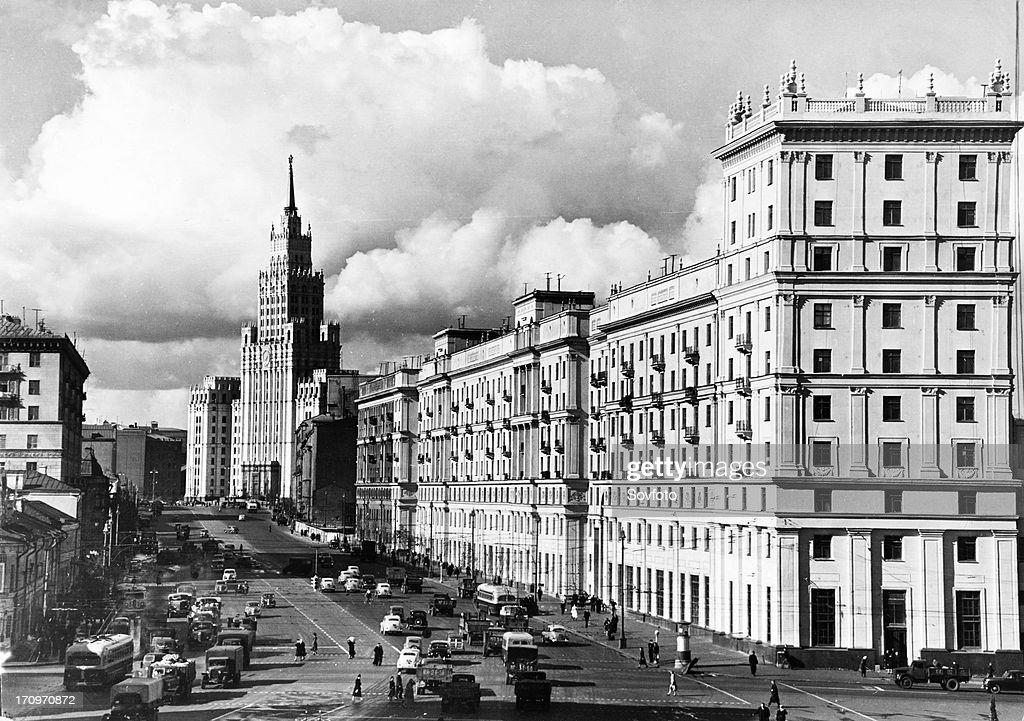 Sadovaya-chernogryazskaya street in moscow, ussr, october 1954. : ニュース写真