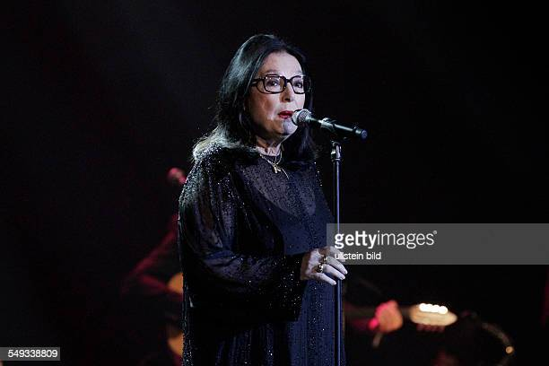 Saengerin Nana Mouskouri beim Konzert im Berliner Admiralspalast