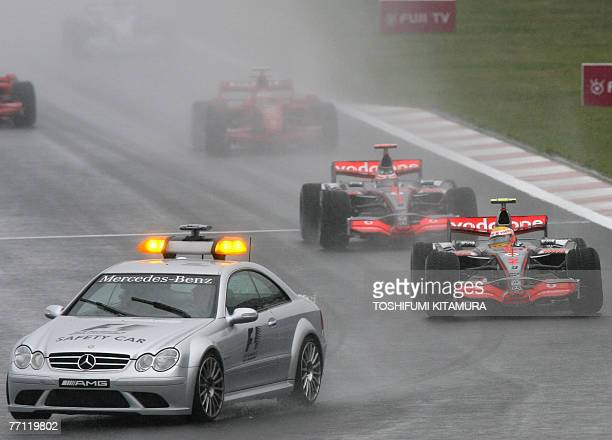 Safety car leads the pack to start the rainconditioned Japanese Formula One Grand Prix at the Fuji Speedway some 100 kms west of Tokyo 30 September...