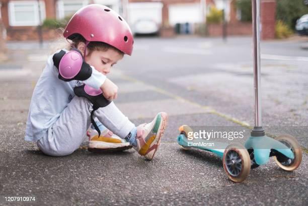 safety first - caneleira roupa desportiva de proteção imagens e fotografias de stock