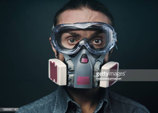 safety goggles and respirator - marcoventuriniautieri stock pictures, royalty-free photos & images