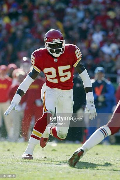 Safety Greg Wesley of the Kansas City Chiefs defends during the NFL game against the Arizona Cardinals at Arrowhead Stadium on December 1 2002 in...