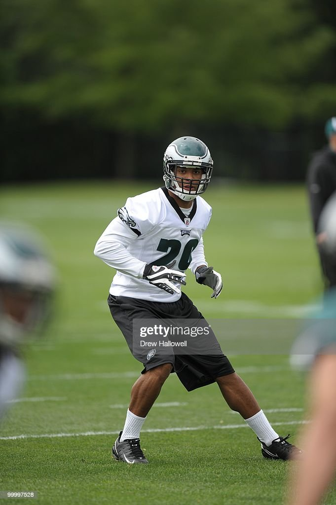Safety Nate Allen #29 of the Philadelphia Eagles drops back during practice on May 19, 2010 at the NovaCare Complex in Philadelphia, Pennsylvania.