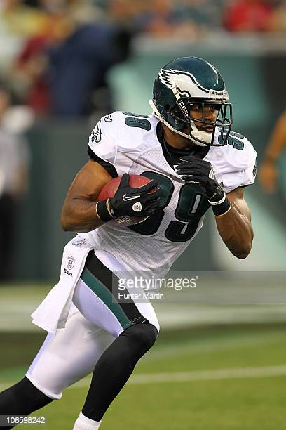 Safety Quintin Demps of the Philadelphia Eagles runs back a kick-off during a pre-season game against the Jacksonville Jaguars on August 13, 2010 at...