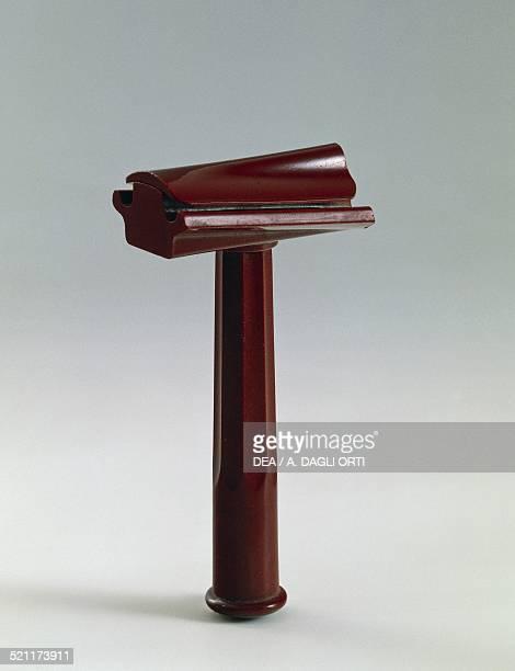 Safety razors with razor blades, in bakelite, 1930-1939. United Kingdom, 20th century. United Kingdom