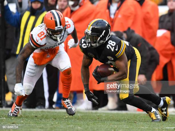 Safety Sean Davis of the Pittsburgh Steelers intercepts a pass in the fourth quarter of a game on December 31 2017 against the Cleveland Browns at...