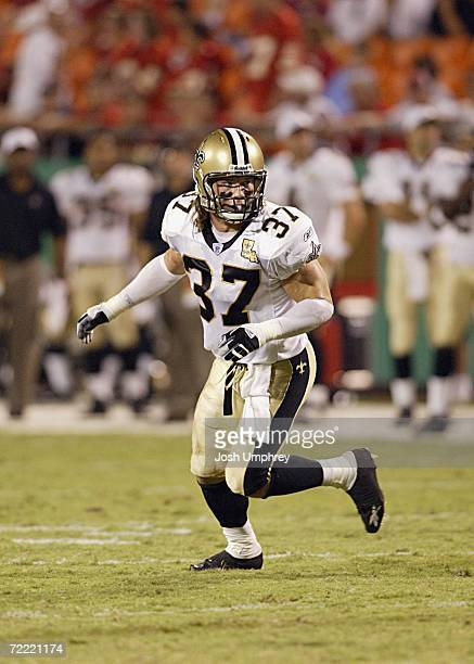 Safety Steve Gleason of the New Orleans Saints moves to defend against the Kansas City Chiefs at Arrowhead Stadium on August 31 2006 in Kansas City...