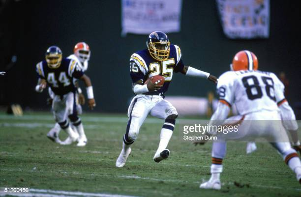 Safety Vencie Glenn of the San Diego Chargers run with the ball against the Cleveland Browns during a 1987 NFL season game at Jack Murphy Stadium in...