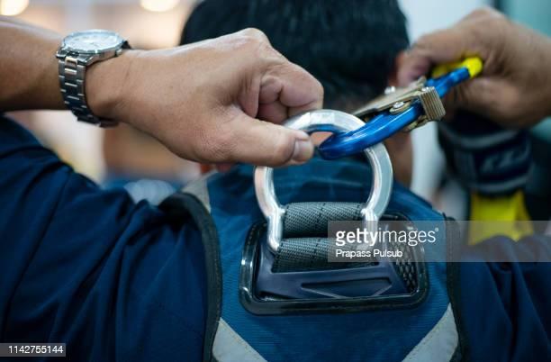safety when working at height. equipment for working at height - alto posición descriptiva fotografías e imágenes de stock