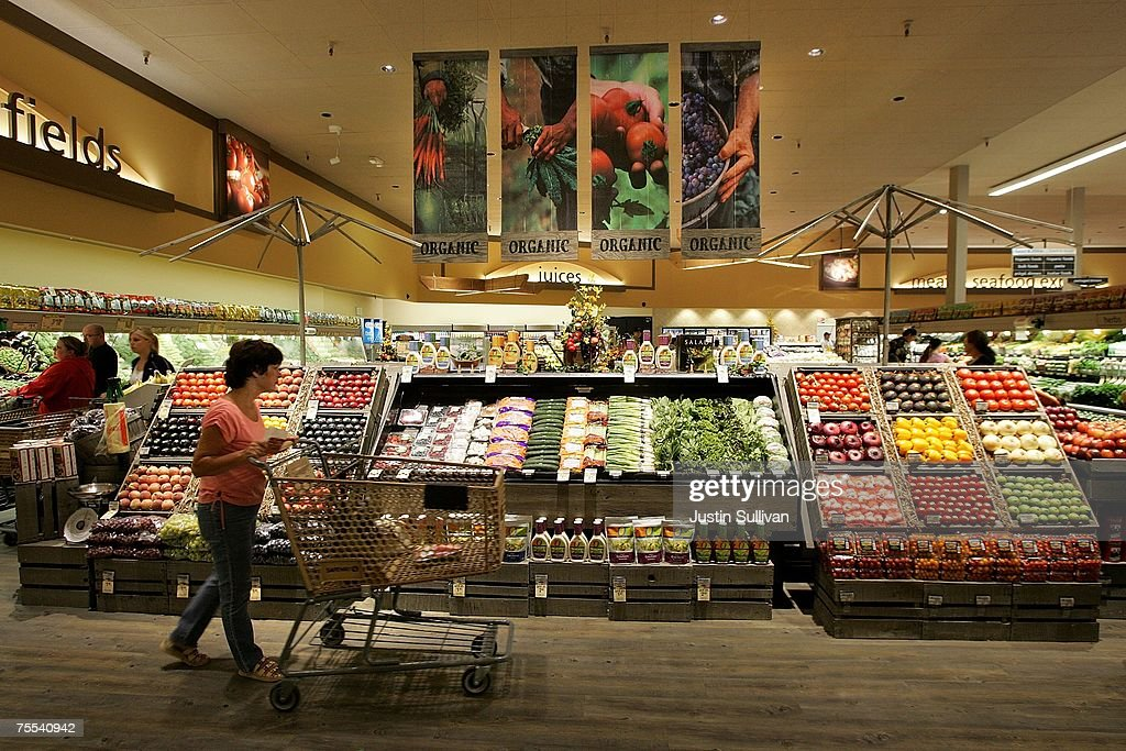New Safeway Opens With Focus On Organic Goods : News Photo